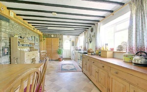 stroat-farm-cottage-kitchen-01