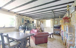 stroat-farm-cottage-living-room-01
