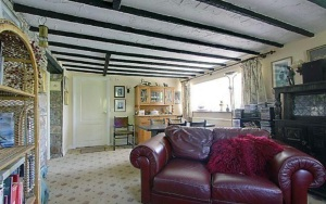 stroat-farm-cottage-living-room-02