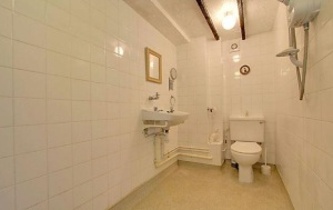 stroat-farm-cottage-wet-room-01